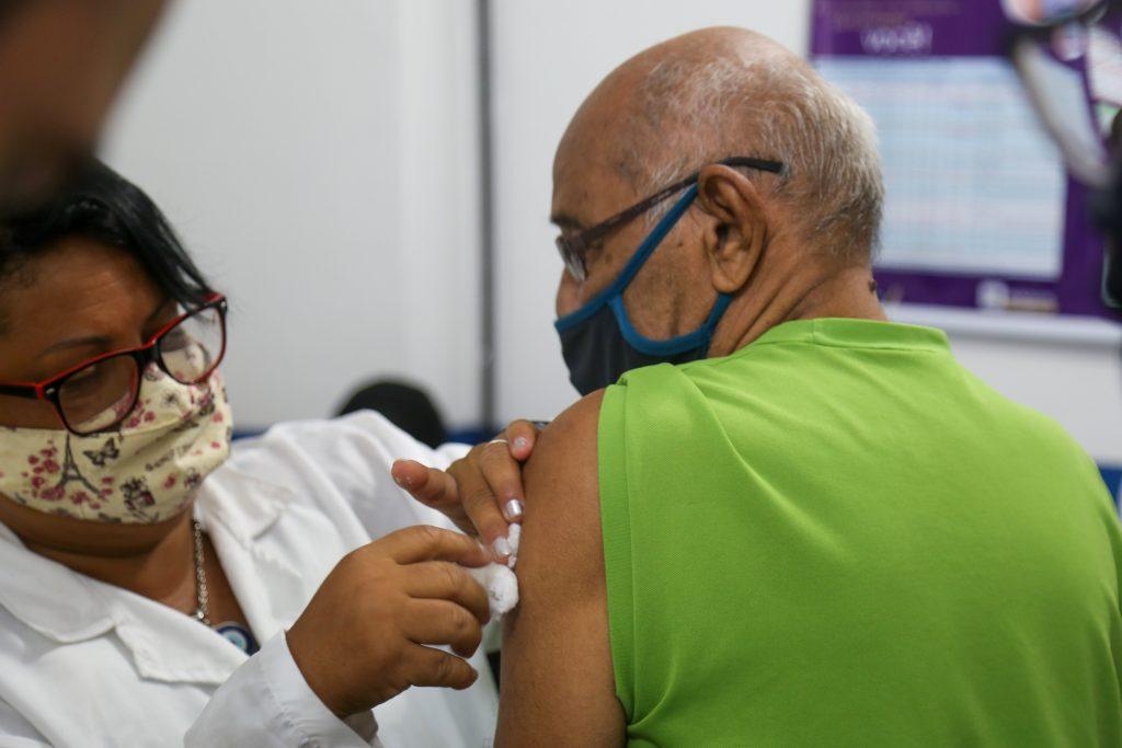 A nova etapa da vacinação inicia em 29 de março, para pessoas com 74 e 73 ano e visa a imunização de uma idade por vez.