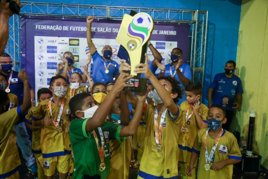 Com o placar de 5 X 2, a equipe sub-09 de futsal venceu o Olaria Atlético Clube e ganhou a competição