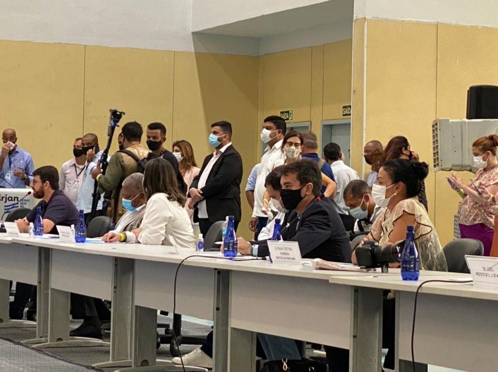 Jorge miranda durante o fórum de prefeitos da Baixada Fluminense