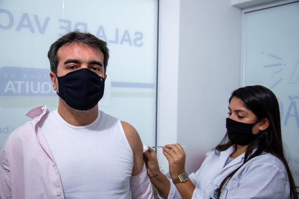 No dia 22 de junho, tive a oportunidade de tomar a 1ª dose da vacina contra a covid-19, na Clínica da Família São José.